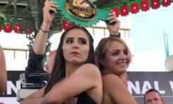 Boxeadores del Campeonato Internacional de la WBC son pesados en la Plaza de Armas