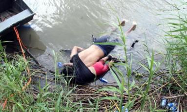 Sacude al mundo foto de migrante salvadoreño y su hija ahogados en el Río Bravo