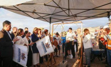 Coloca Maru Campos la primera piedra del CEDEFAM en Punta Oriente