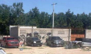 Interviene Fiscalía casa en Jiménez; decomisan equipo táctico, recipientes de huachicol y autos robados