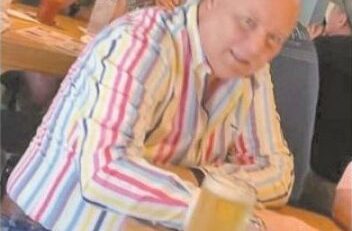 Captan en foto a Cesar Duarte en un bar en Albuquerque