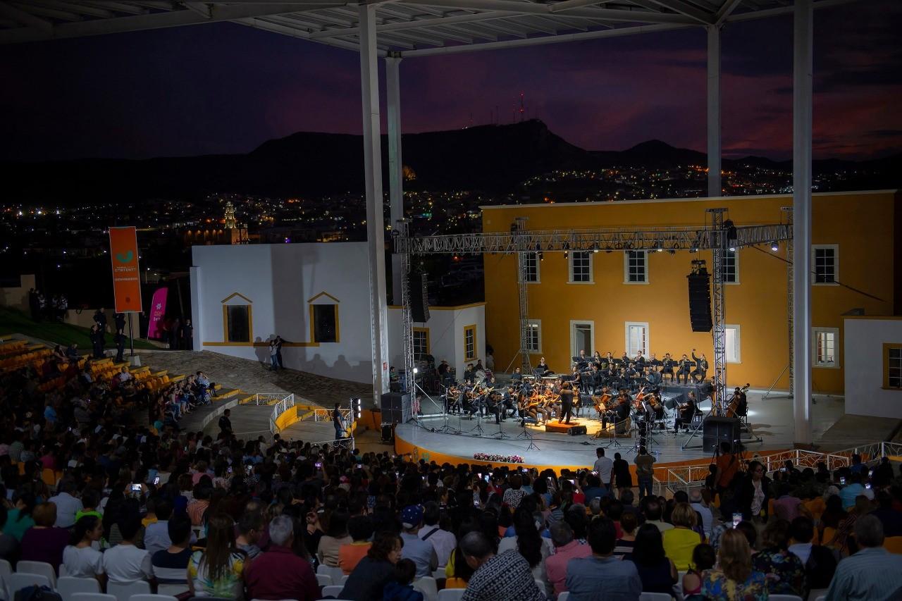 """Disfrutan más de 6 mil del concierto  """"Querido Juanga, Amor Sinfónico"""" en Parral"""