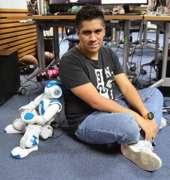 Estudiante del IPN diseña robot que replica movimientos de las articulaciones humanas