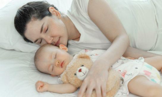 Dormir temprano a los hijos beneficia la salud mental de mamás y niños