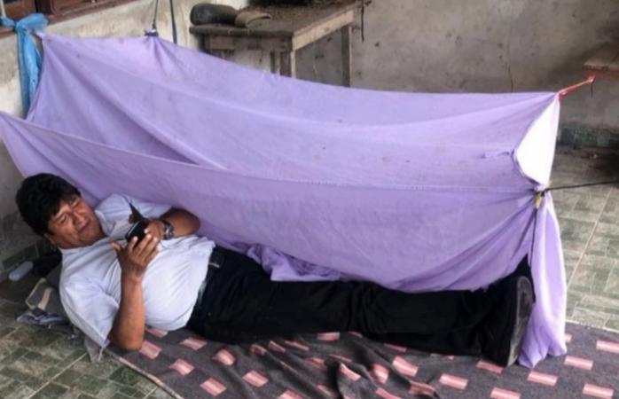 Muestra Evo Morales foto de refugio donde pasó la noche luego de su renuncia