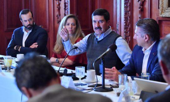 Destaca Corral crecimiento económico del 4.2 % en reunión con empresarios de CCE