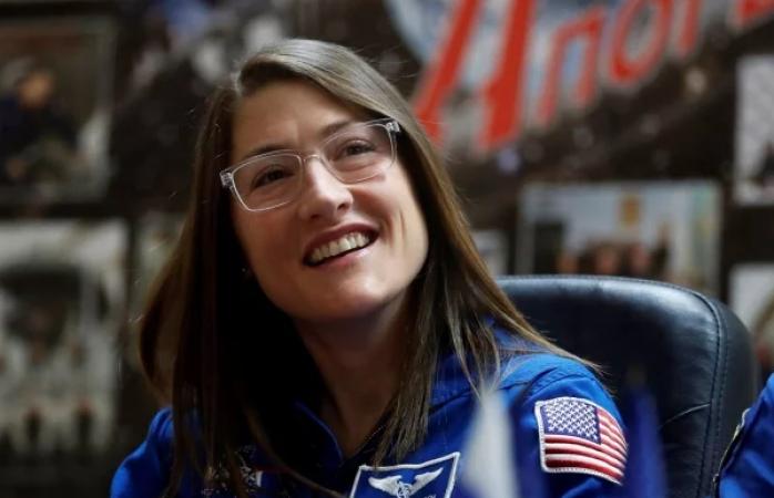 Astronauta de EU impone récord espacial más largo de una mujer