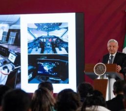 """Propone AMLO rifar el """"avión presidencial"""" a 500 pesos el boleto"""